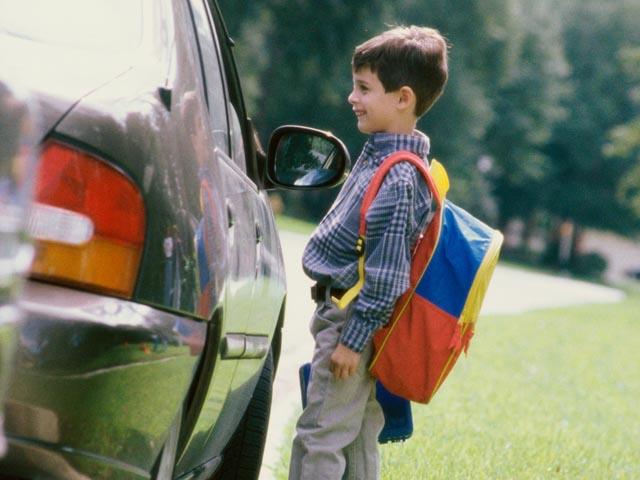 Мальчик у машины